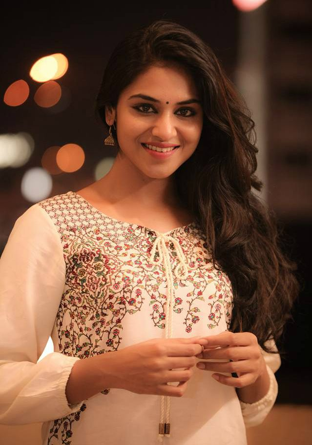 Indhuja height weight