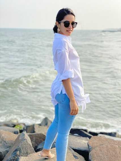Mirnalini Ravi snapped at a beach