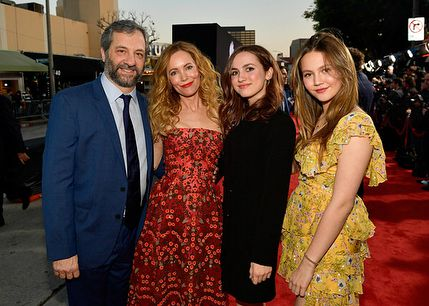 Maude Apato with her parents Judd Apatow and Leslie Mann and sister Iris