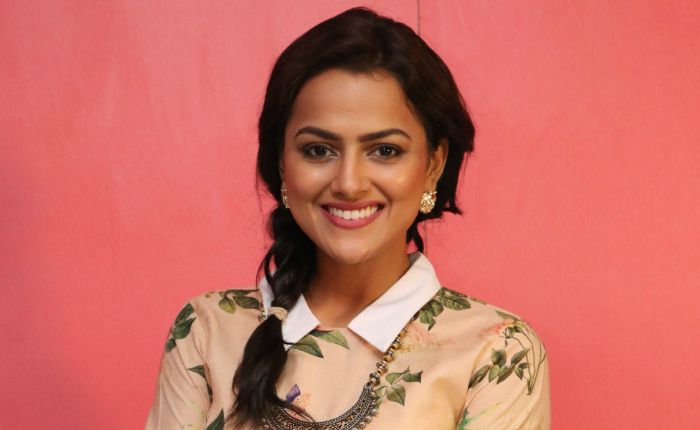 shraddha srinath in pink remake
