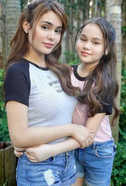 Ivana Alawi with her sister Mona Louise Rey
