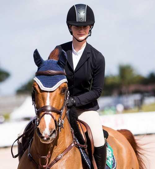 Jennifer Gates in horseback riding competition