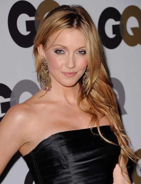 Katie Cassidy looks stunning in off-shoulder dress